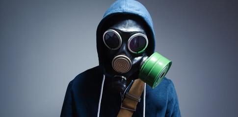Obraz man in the gas mask - fototapety do salonu