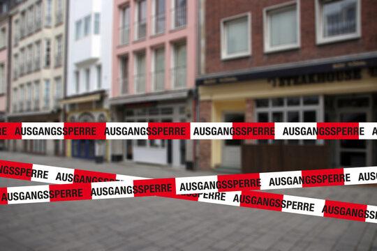 ausgangssperre flatterband mit geschlossener gastronomie in der innenstadt