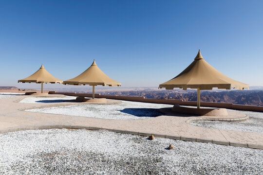 Park with a parasol near Al Ula. From the lookout point you have a beautiful view down into the valley, Saudi Arabia