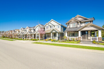 Fototapeta A perfect neighborhood. Houses in suburb at Spring in the north America obraz