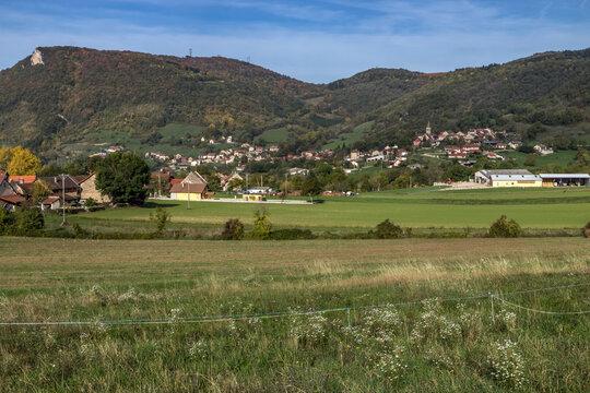Paysage de l' Ain à l' automne , au coeur du Bugey , pays de Bénonces , Ain , France