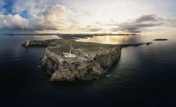 Panoramica drone faro Cavalleria en Menorca