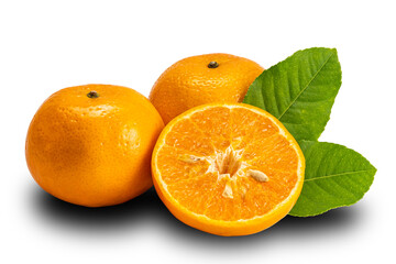 Fototapete - Side view of mandarin orange whole and half with leaves on white background with clipping path. Mandarin oranges or Citrus reticulata are in the same family as oranges, lemons, limes, and grapefruit.