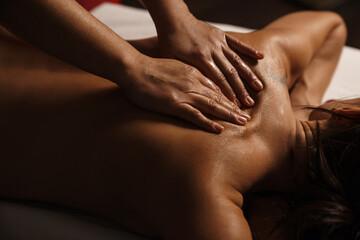 Obraz Hands massaging women's back in the spa salon - fototapety do salonu