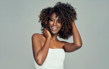 Obraz Portrait of cheerful black woman isolated on gray background - fototapety do salonu