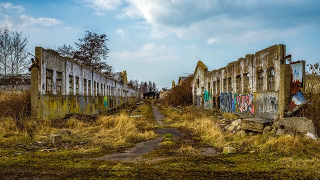 leerstehende baufällige Lagerhallen - ehemalige Rinderzucht in Müggenburg