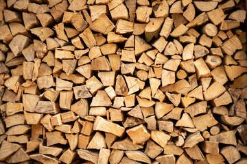 muur brandhout, achtergrond van droog gehakte brandhout logs in een stapel.