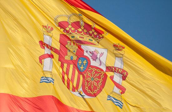 Rojigualda: Bandera de España y escudo