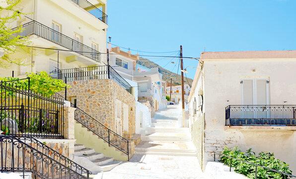 Kalymnos - griechischen Inseln  Beeindruckend die renovierten Herren- und Kapitänshäuser, meistens in Pastelltönen gehalten