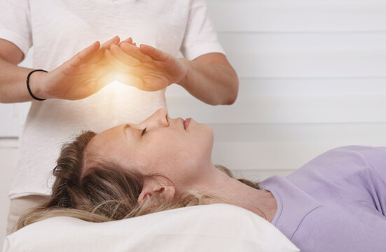 Energy healing treatment . Alternative medicine concept. Recconection
