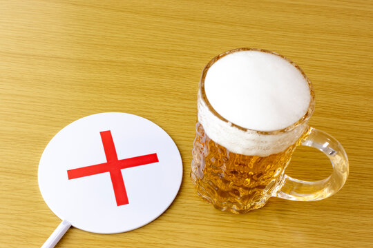 生ビールとFalseサインのイメージ