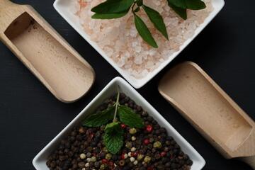 kuchnia przyprawy pieprz ziarnisty kolorowy sól kamienna różowa