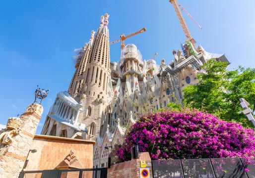 Sagrada Familia Cathedral in spring, Barcelona, Spain
