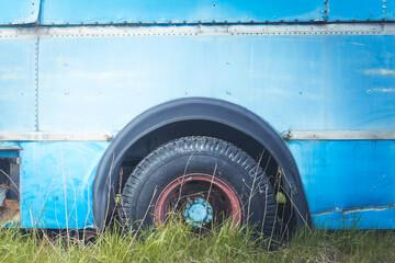 Fototapeta Koło starego autobusu