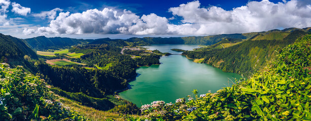Fototapeta Beautiful view of Seven Cities Lake