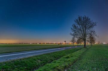 Fototapeta Nocny krajobraz z gwiazdami.