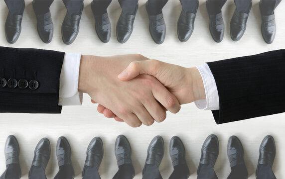 ビジネスイメージ―契約成立の握手