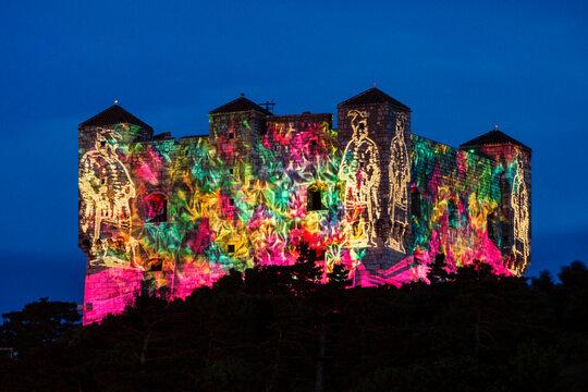 espectaculo de luces en el Fuerte de Nehaj, Senj, condado de Lika-Senj, Croacia