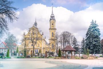 Kościół widziany z rynku miasta