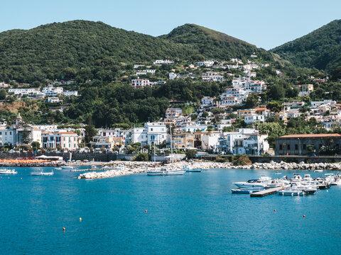 Hafen von Forio auf Ischia im Golf von Neapel