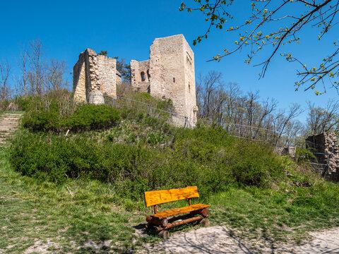 Lobdeburg ist eine Burgruine bei Jena in Thüringen