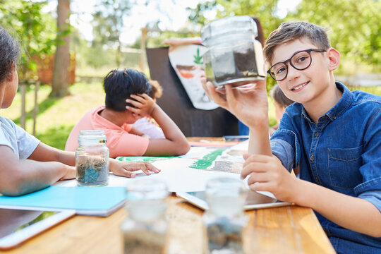 Children learn in the ecological holiday camp