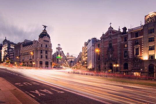 gran via madrid atardecer luces, edificio metropolis