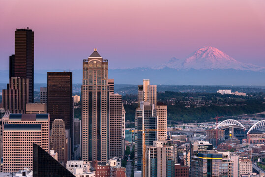 The beautiful city of Seattle with Mount Rainier in the background at sunset.