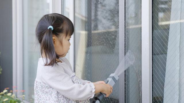 窓掃除、子供、お手伝い