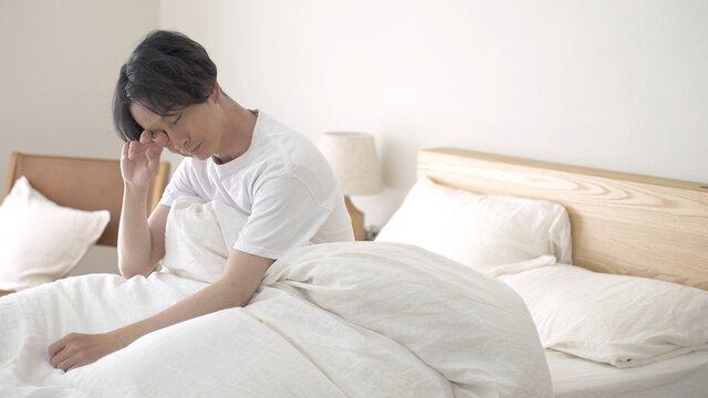 寝不足、体調不良の男性