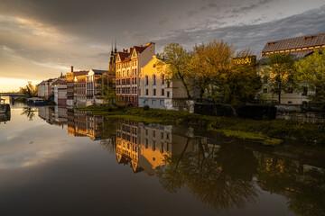 Fototapeta piękne kamieniczki Starego Miasta w Opolu zwane Opolską Wenecją