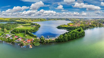 Obraz widok z lotu ptaka na Chmielno na Kaszubach w północnej Polsce  - fototapety do salonu