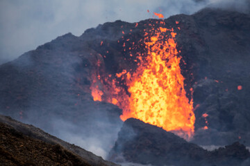 Close-up Fagradalsfjall volcano erupting in Iceland between clouds of smoke Fototapete