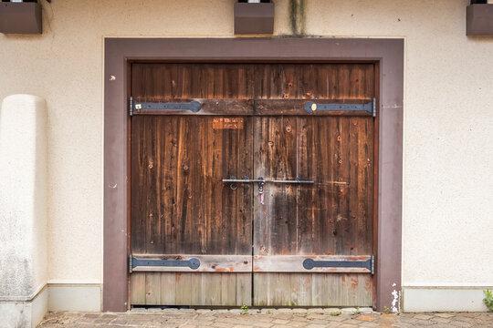 古い扉 Door of the old hut
