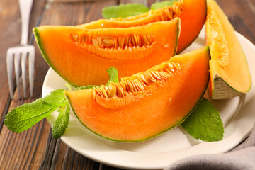 Fototapeta sliced of fresh melon and mint obraz