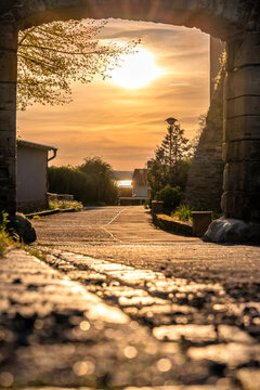 Blick in Richtung des Sonnenunterganges am Schloss in Seeburg in Sachsen-Anhalt