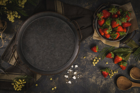 Empty round plate and strawberries