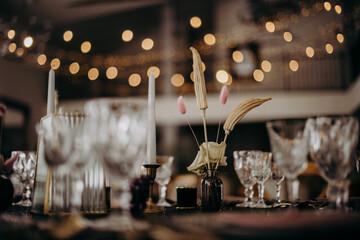 Obraz Zastawa ślubna na sali weselnej - fototapety do salonu