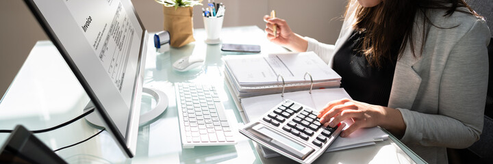 Obraz Professional Accountant Woman In Office - fototapety do salonu