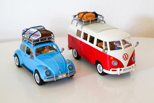 Playmobil beetle vw and bus in toy vintage volkswagen campervan for kids