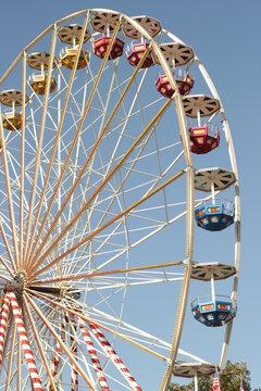 Riesenrad ohne Besucher - Kein Volksfest, Oktoberfest, Herbstfest, Rummel oder Jahrmarkt - Katastrophe für Schausteller