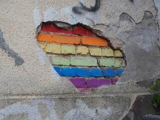 Obraz Barwna tęcza namalowana na starym murze - fototapety do salonu