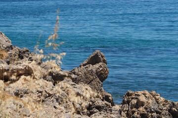 Widok na kamieniste wybrzeże na tle morza, Kreta, Grecja