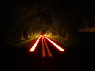 Obraz Ślad samochodu nocą - fototapety do salonu
