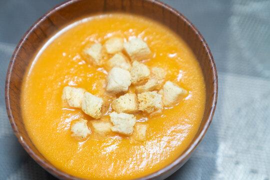 手作りのカボチャスープの写真