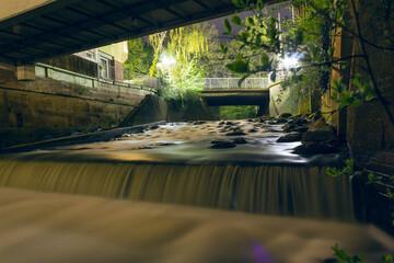 Wasserfall bei Nacht Wall mural