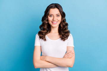 Obraz Photo of sweet confident young lady dressed white outfit smiling hands crossed isolated blue color background - fototapety do salonu