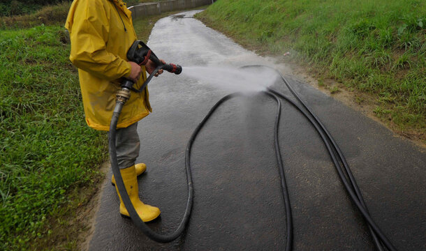 road cleaning and road maintenance