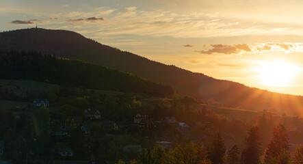 Fototapeta wschód słońca w Rabce zdrój obraz