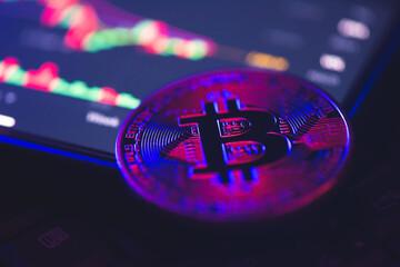 close up golden bitcoin - fototapety na wymiar